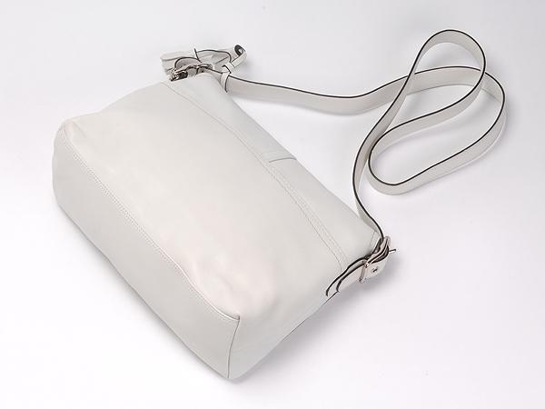 コーチ 斜めがけバッグ10204白 背面