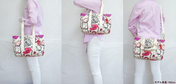 コーチ トートバッグ17148ピンク花柄 モデル写真