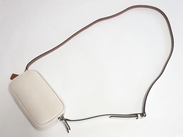 コーチ スヌーピー 斜めがけミニバッグF65195白 背面