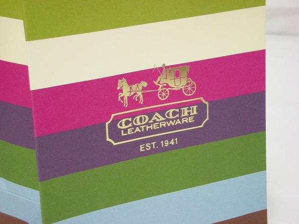 紙袋のCOAHのロゴ