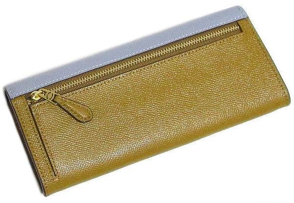コーチ フラップ長財布12122水色薄茶 背面