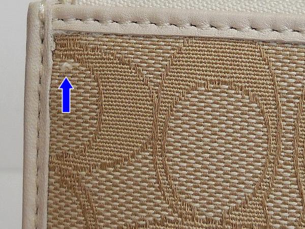 コーチ 長財布F73527白 糸のほつれ