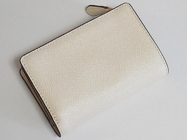 コーチ 二つ折財布F23237白ラメ 背面