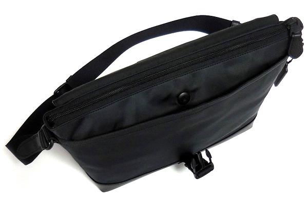 コーチ メンズ 斜めがけバッグF71968黒 前ポケット