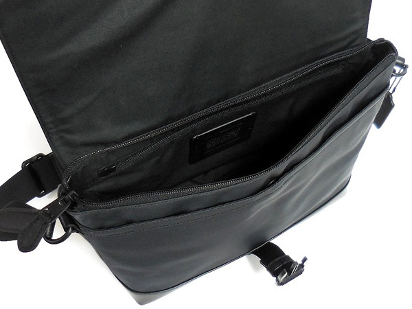 コーチ メンズ 斜めがけバッグF71968黒 荷室