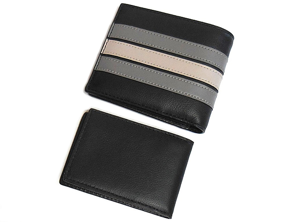 コーチ F73629黒 IDケースと二つ折り財布 背面