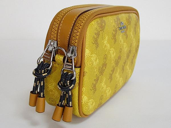コーチ 馬と馬車柄ポーチF79952黄色 側面