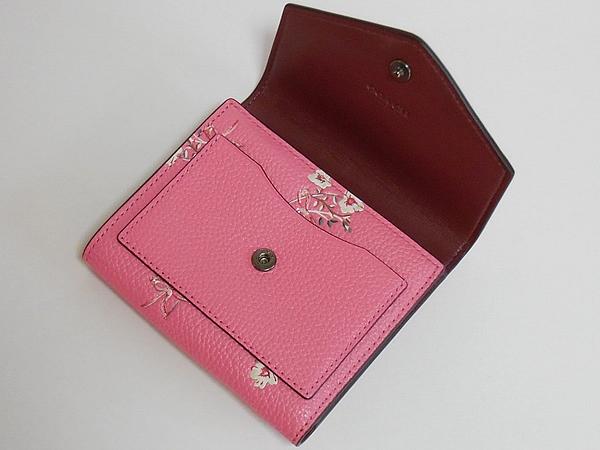 コーチ 三つ折り財布28445花柄ピンク 前ポケット