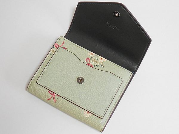 コーチ 三つ折り財布28445花柄薄緑 前ポケット