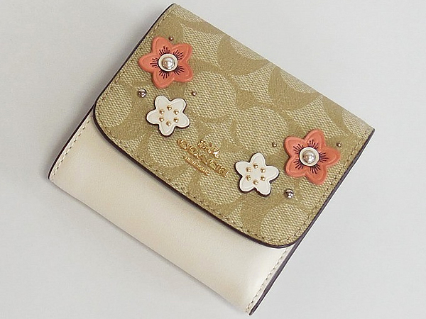 コーチ 財布F73378ライトカーキ白花柄 前面