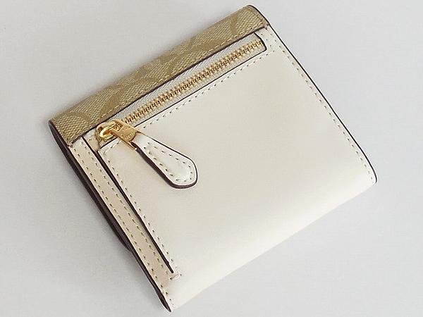 コーチ 財布F73378ライトカーキ白花柄 背面