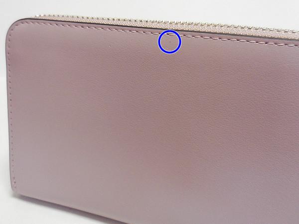 コーチ 長財布F53707薄紫 背面の黒点