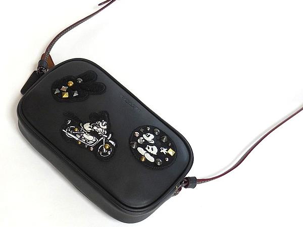 コーチ ミッキーマウス 斜めがけポーチF59532黒 前